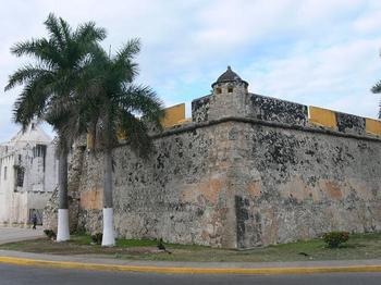 800px-Campeche_-サン・ペドロの防衛拠点.jpg